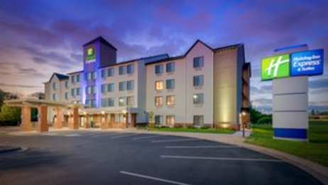 Holiday Inn Express Hotel & Suites Coon Rapids