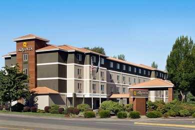 La Quinta Inn Suites M
