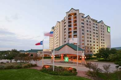 Embassy Suites Outdoor World Grapevine