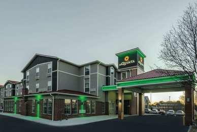 La Quinta Inn & Suites Airport Kansas City