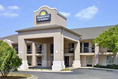 Days Inn & Suites Fort Valley