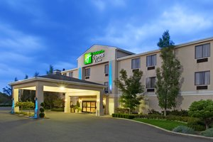 Holiday Inn Express Hotel Suites Alliance