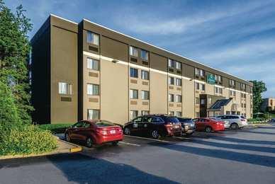 La Quinta Inn & Suites Warwick