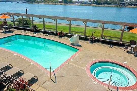 Executive Inn & Suites Oakland