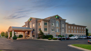 Holiday Inn Express Hotel & Suites Saginaw