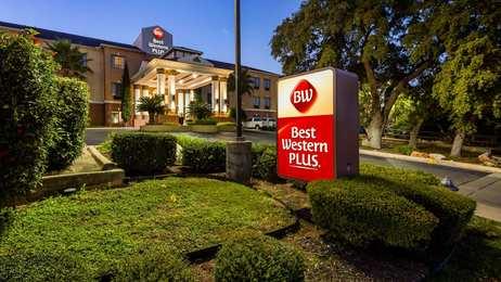 Best Western Plus Hill Country Suites San Antonio