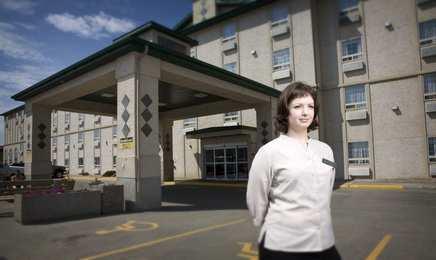 Service Plus Inn & Suites Grande Prairie