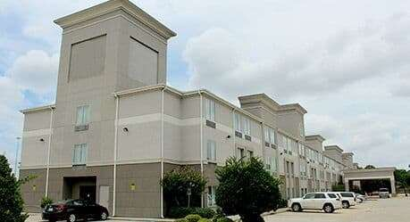 546e924bf21 25 Hotels TRULY CLOSEST to Willowbrook Mall