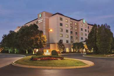 Emby Suites East Louisville