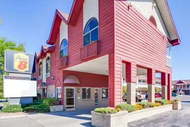 Super 8 Hotel Beachfront Area Mackinaw City