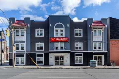 Econo Lodge Inn & Suites Toronto