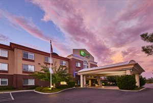 Holiday Inn Express & Suites Central Point