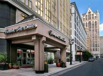 Hampton Inn & Suites Downtown Milwaukee
