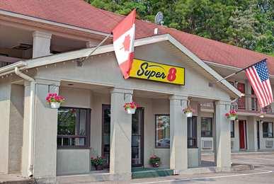Super 8 Hotel North Of The Falls Niagara