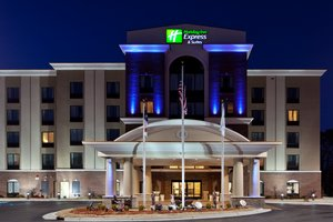 Holiday Inn Express Hotel & Suites Hope Mills