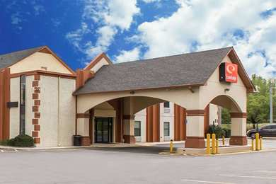 Econo Lodge at Six Flags Austell