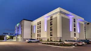 Holiday Inn Express & Suites Downtown Jackson