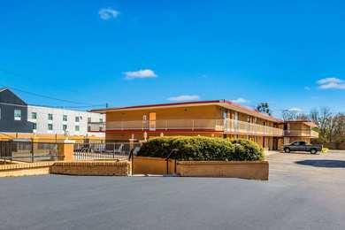 Econo Lodge Inn & Suites Southwest Macon