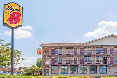 Super 8 Hotel Manas