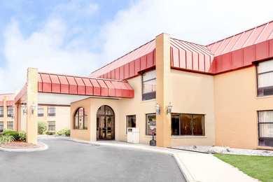 Days Inn & Suites Portage