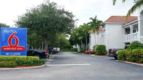 Studio 6 Extended Stay Hotel North West Palm Beach