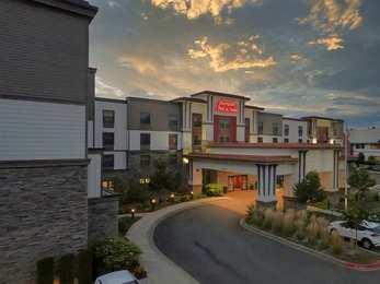Hampton Inn & Suites Dupont