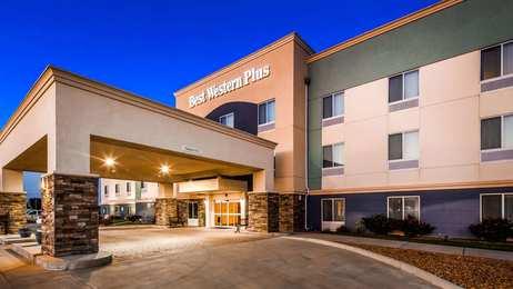 Best Western Plus Pratt Hotel