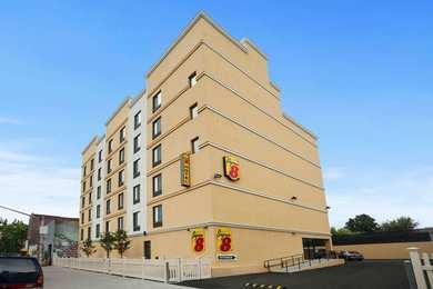 Super 8 Hotel Bronx