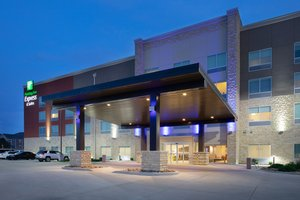 Holiday Inn Express Hotel & Suites Great Bend