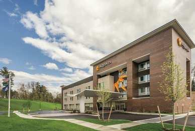 La Quinta Inn Suites Clifton Park