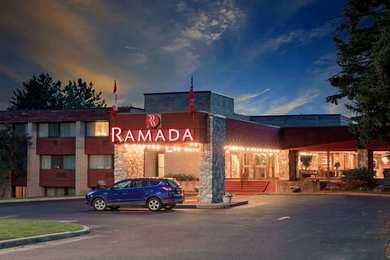 Ramada Hotel Pinewood Park Resort North Bay