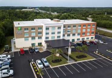 Holiday Inn Express Hotel & Suites Piedmont
