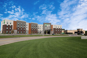 Holiday Inn & Suites Airport Sioux Falls