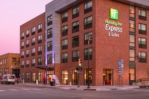 Holiday Inn Express & Suites Downtown Tulsa