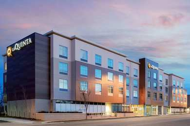 La Quinta Inn & Suites Beacon Hill Kansas City