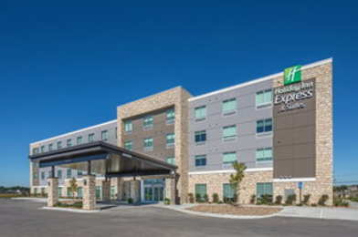 Holiday Inn Express & Suites Elkhorn